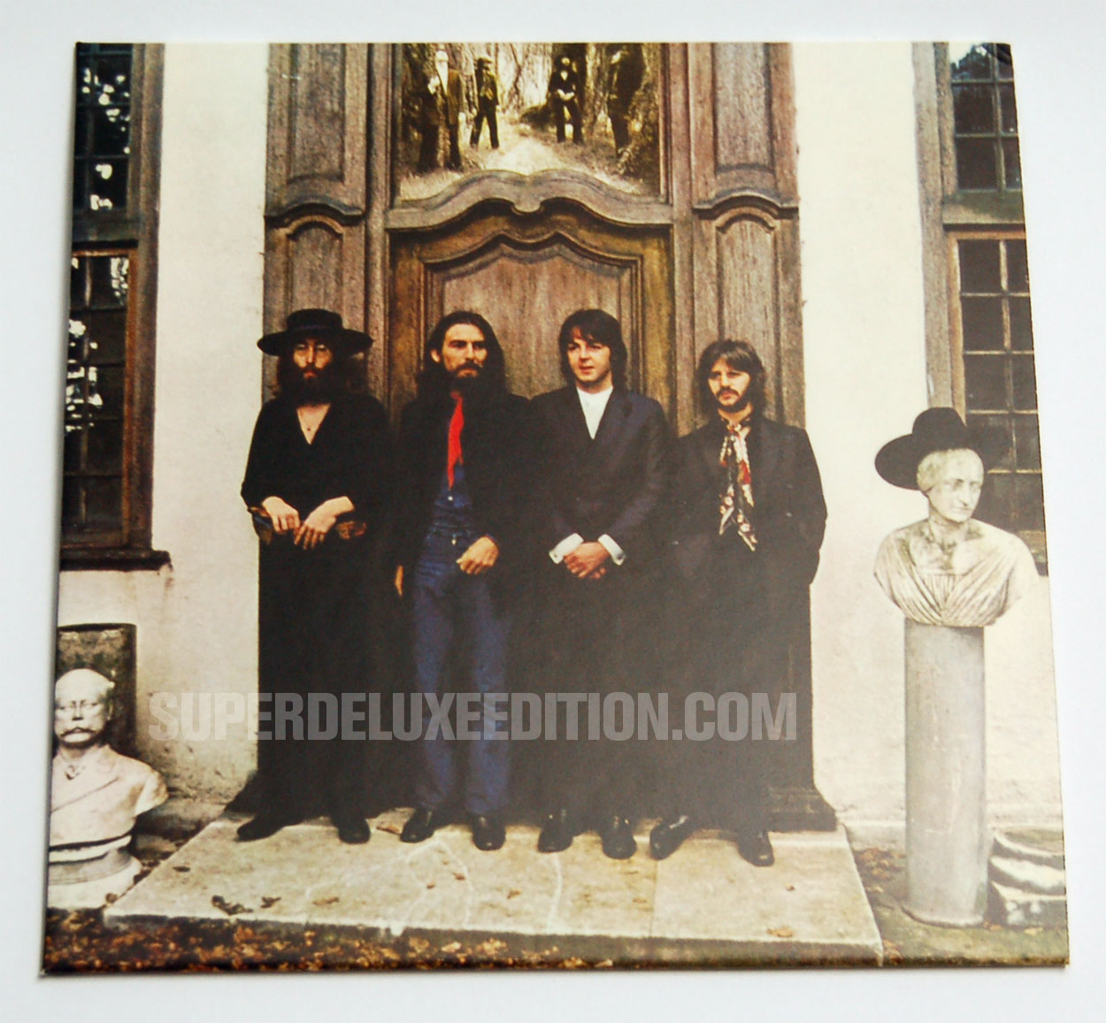 FIRST PICTURES / The Beatles / The US Albums box: Hey Jude