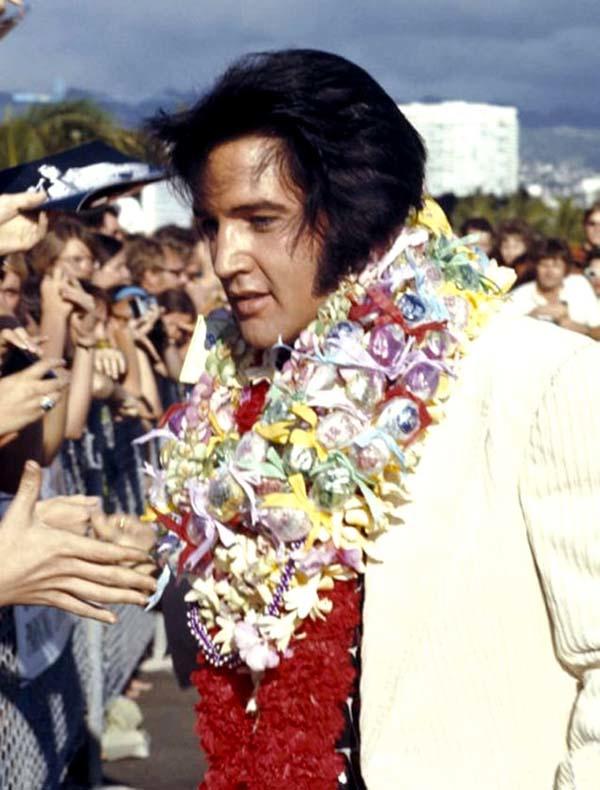 Elvis aloha arrival Aloha Press Photo Color © Steve Barile _ January 14th, 1973 (Low res)